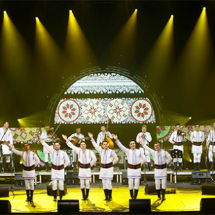 Юбилейный тур «La omul care mi-i drag» с этнофольклорным ансамблем «PLĂIEȘII».